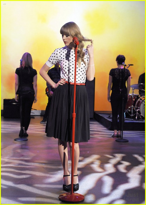 taylor swift view appearance 01