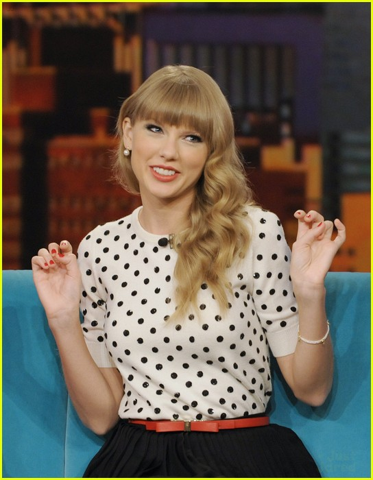 taylor swift view appearance 03