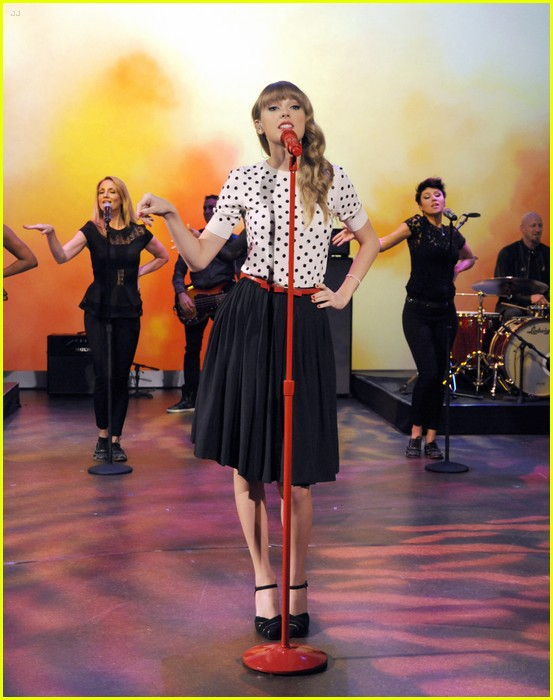 taylor swift view appearance 09