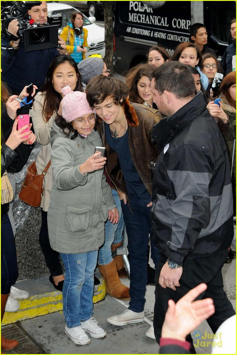 One Direction Fan Pics Before Flight Photo 510023 Photo Gallery Just J