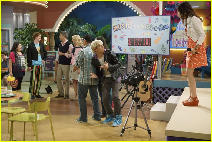 austin ally parents stills 06
