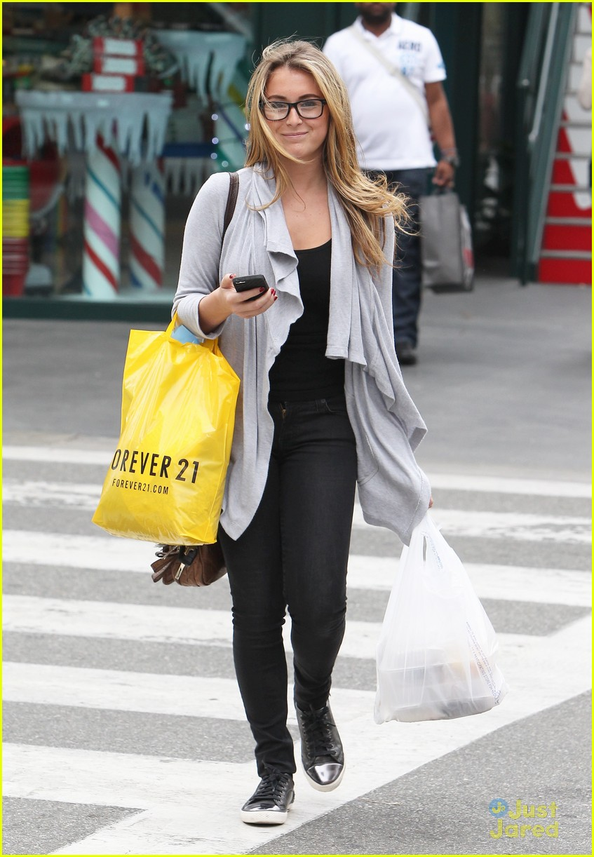 alexa vega forever 21 shopper 02