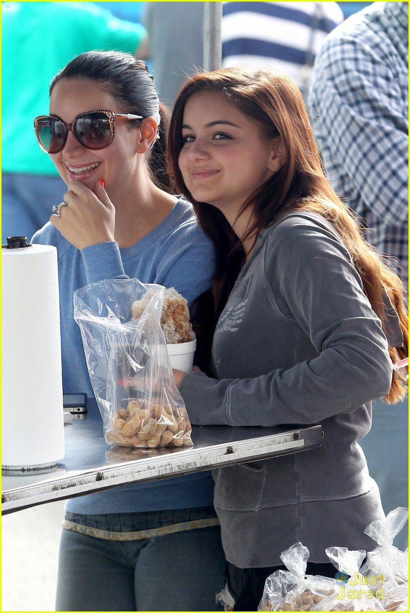 ariel winter farmers market 06