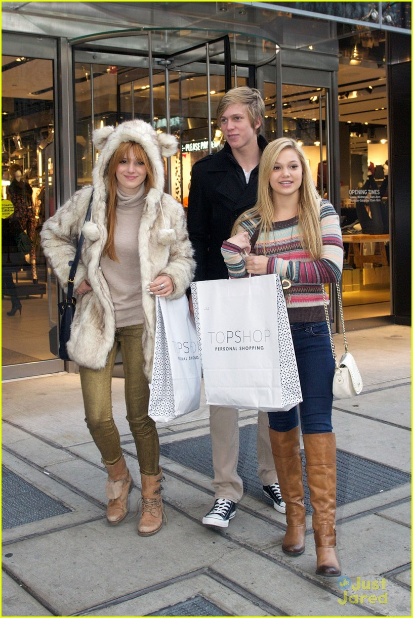 bella thorne olivia holt top shoppers 08