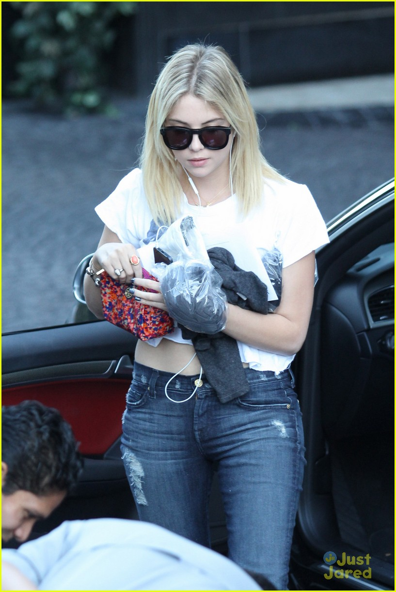 ashley benson london hotel 01