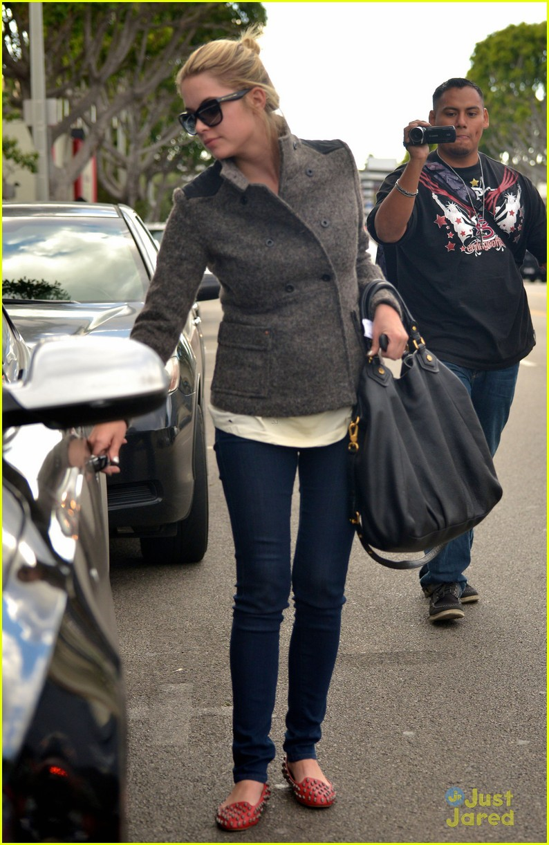 ashley benson skull flats ryan good 10