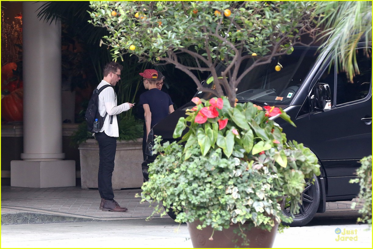 justin bieber selena gomez reunite at four seasons 15