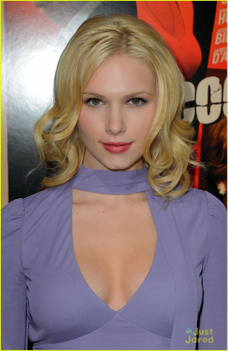 claudia lee hitchcock premiere 08