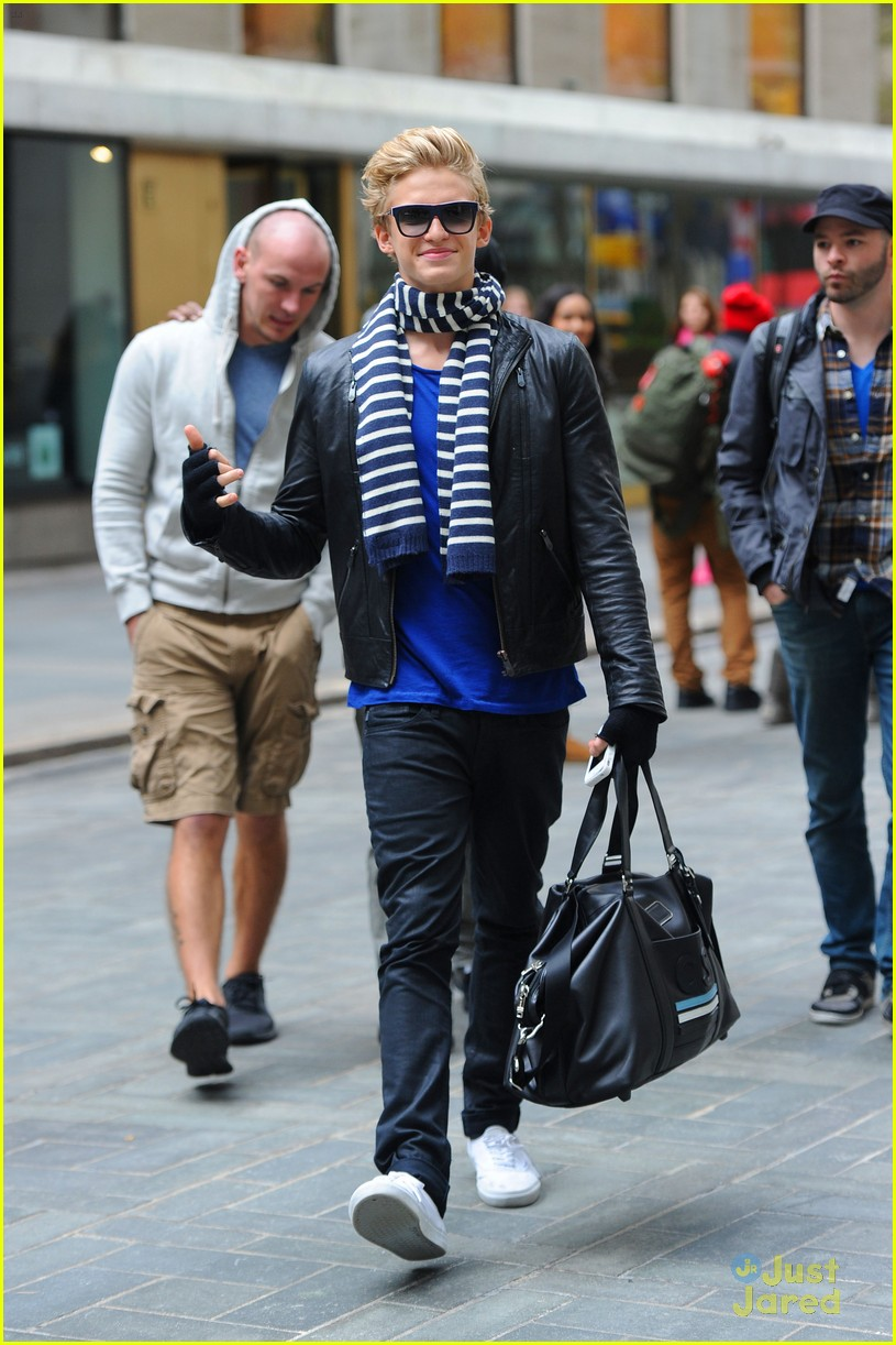 cody simpson striped scarf 02