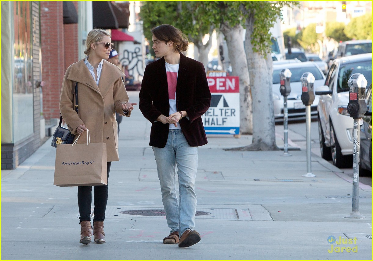 dianna agron rag co shopping 02