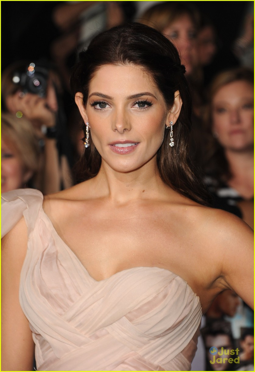 ashley greene bd premiere 02
