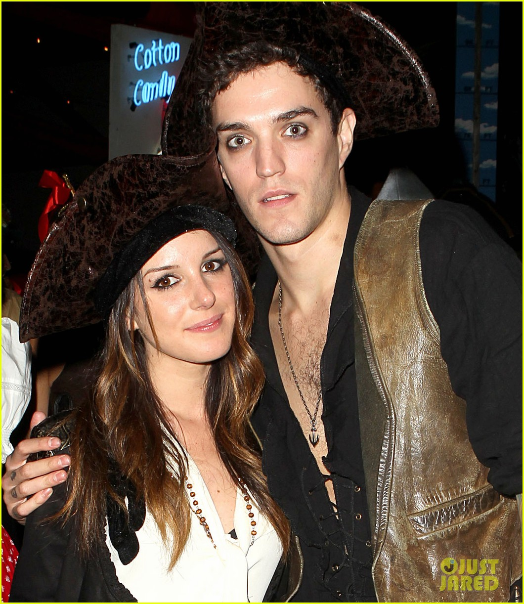 shenae grimes pirate with josh beech 02
