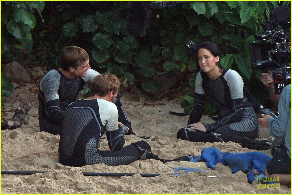 jennifer lawrence thg beach 05