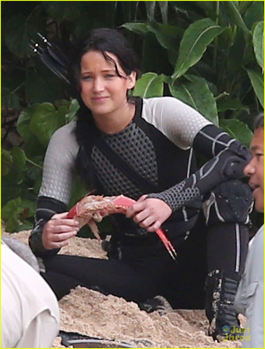 jennifer lawrence thg beach 09