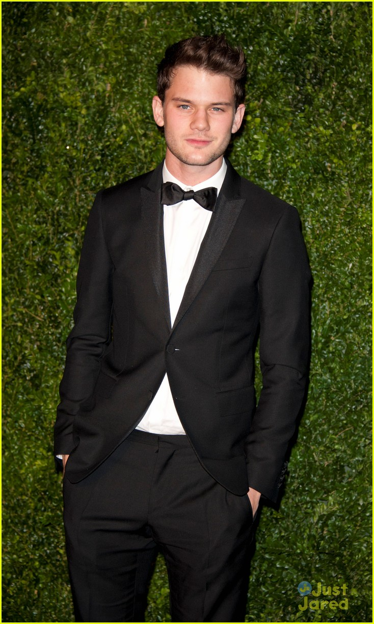 jeremy irvine evening standard awards 05