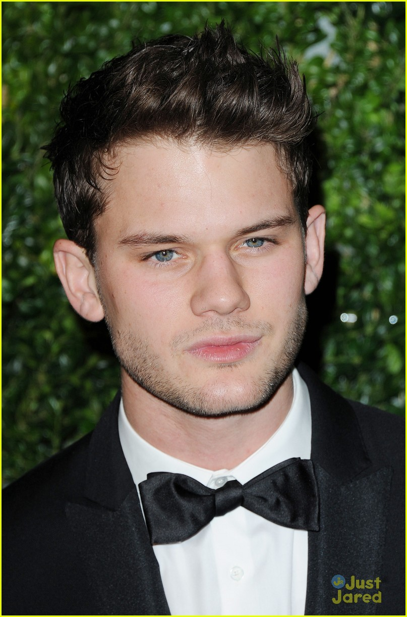 jeremy irvine evening standard awards 06