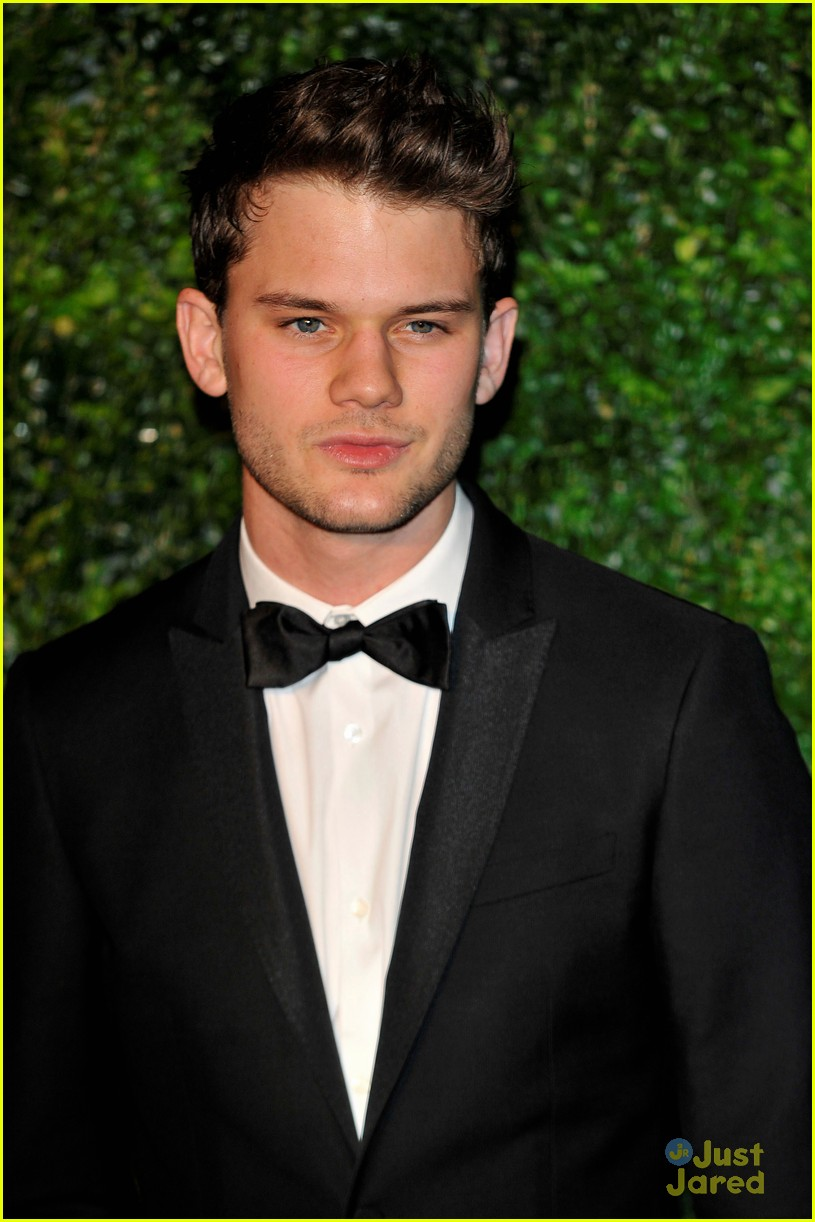 jeremy irvine evening standard awards 10