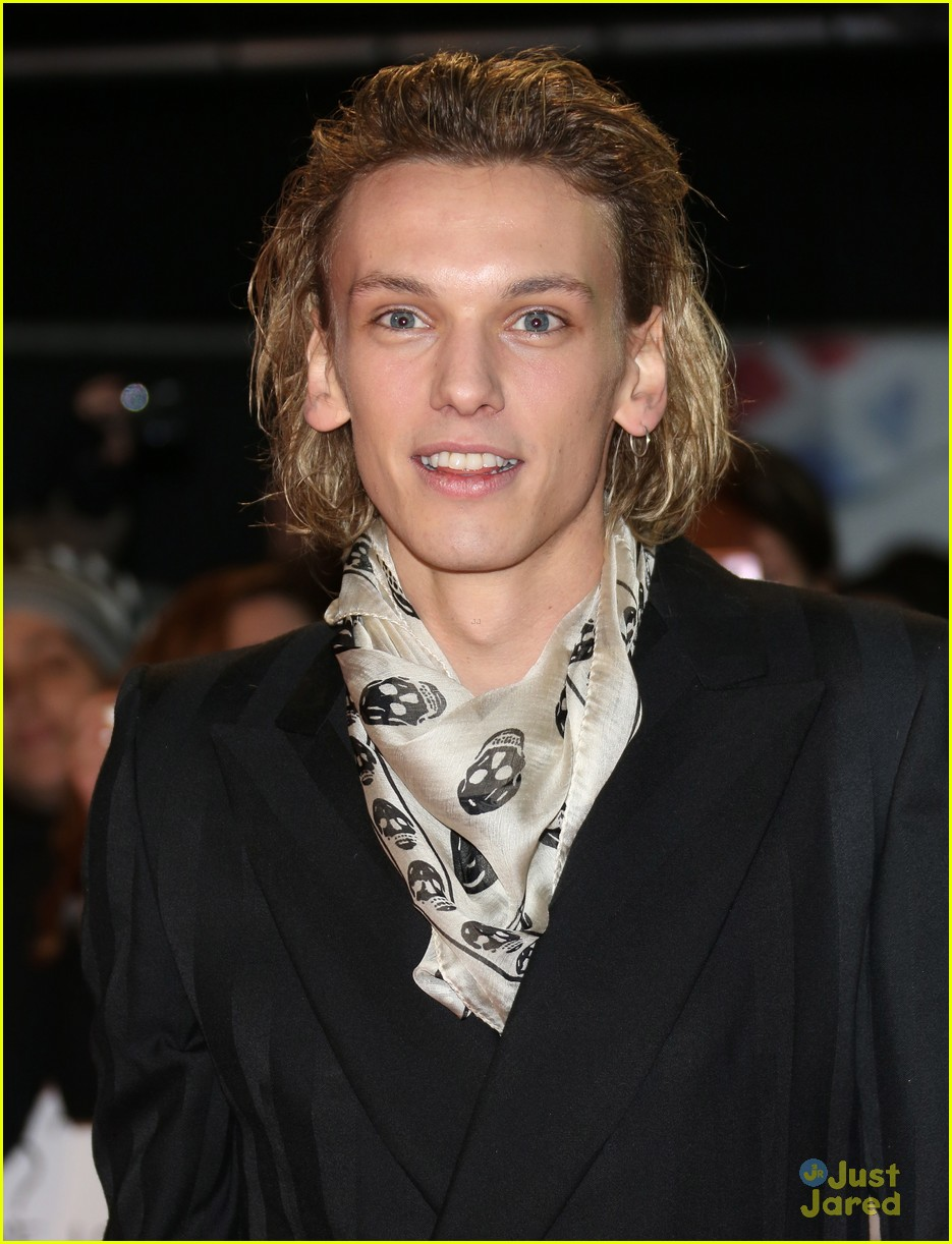 jamie campbell bower ella henderson twilight uk 02