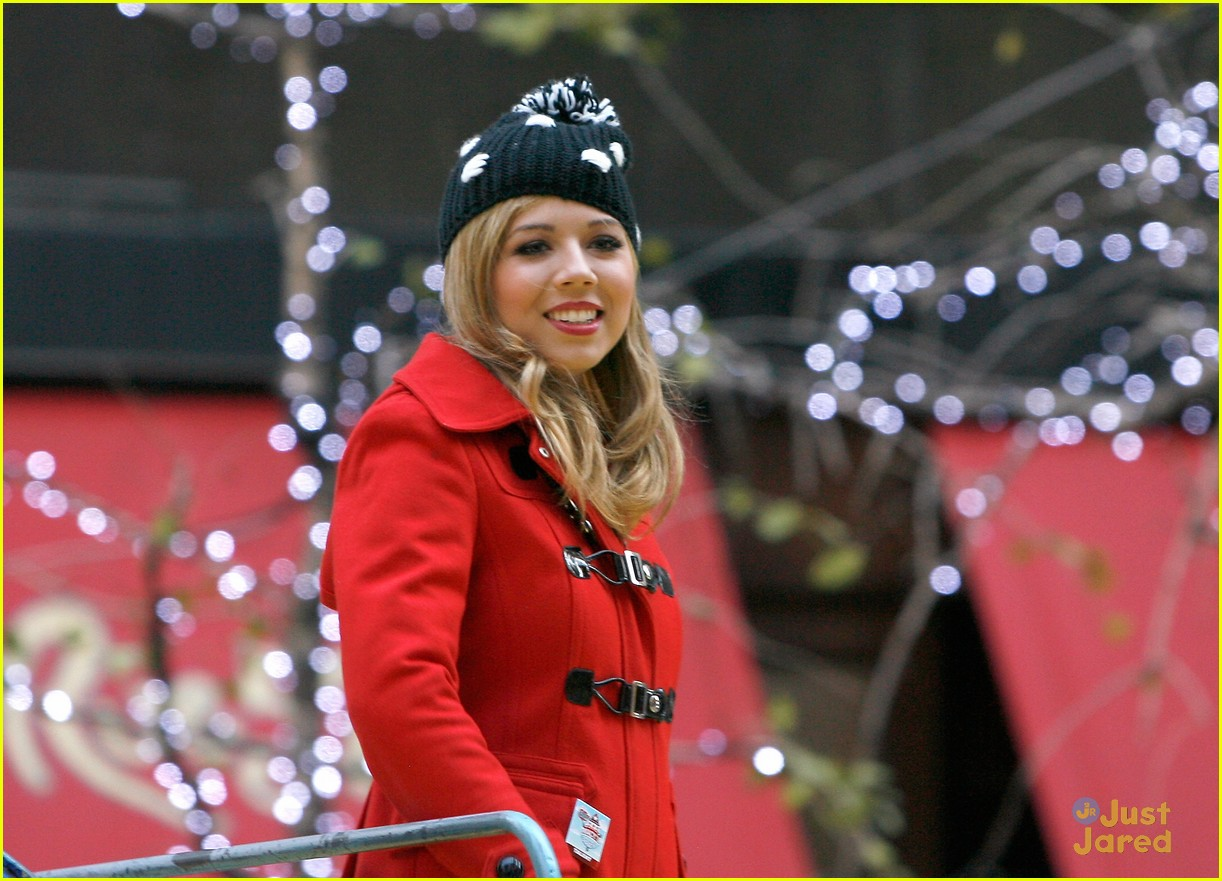 jennette mccurdy thanksgiving parade 02