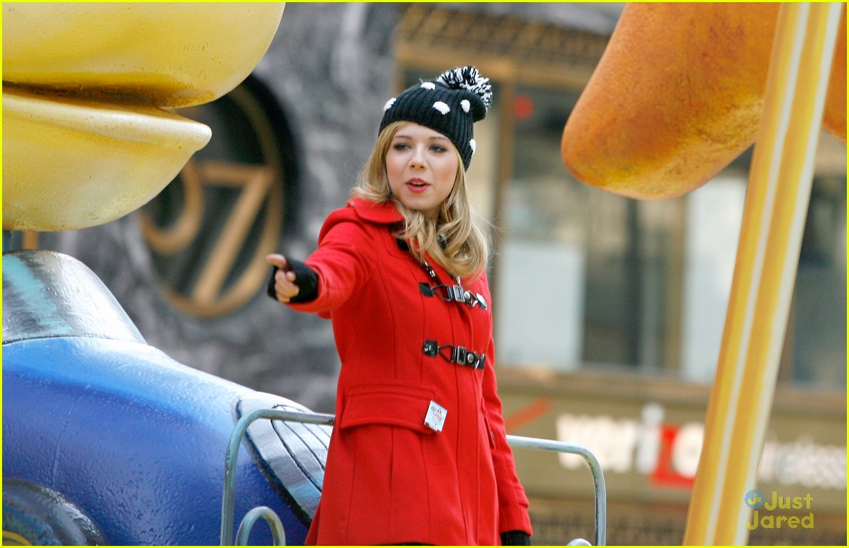 jennette mccurdy thanksgiving parade 04