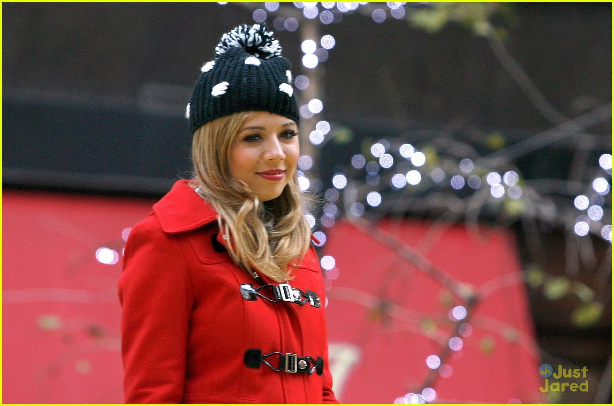 jennette mccurdy thanksgiving parade 06