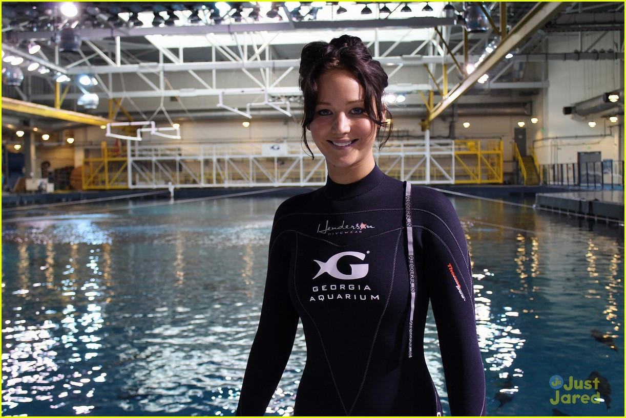 jennifer lawrence georgia aquarium 01