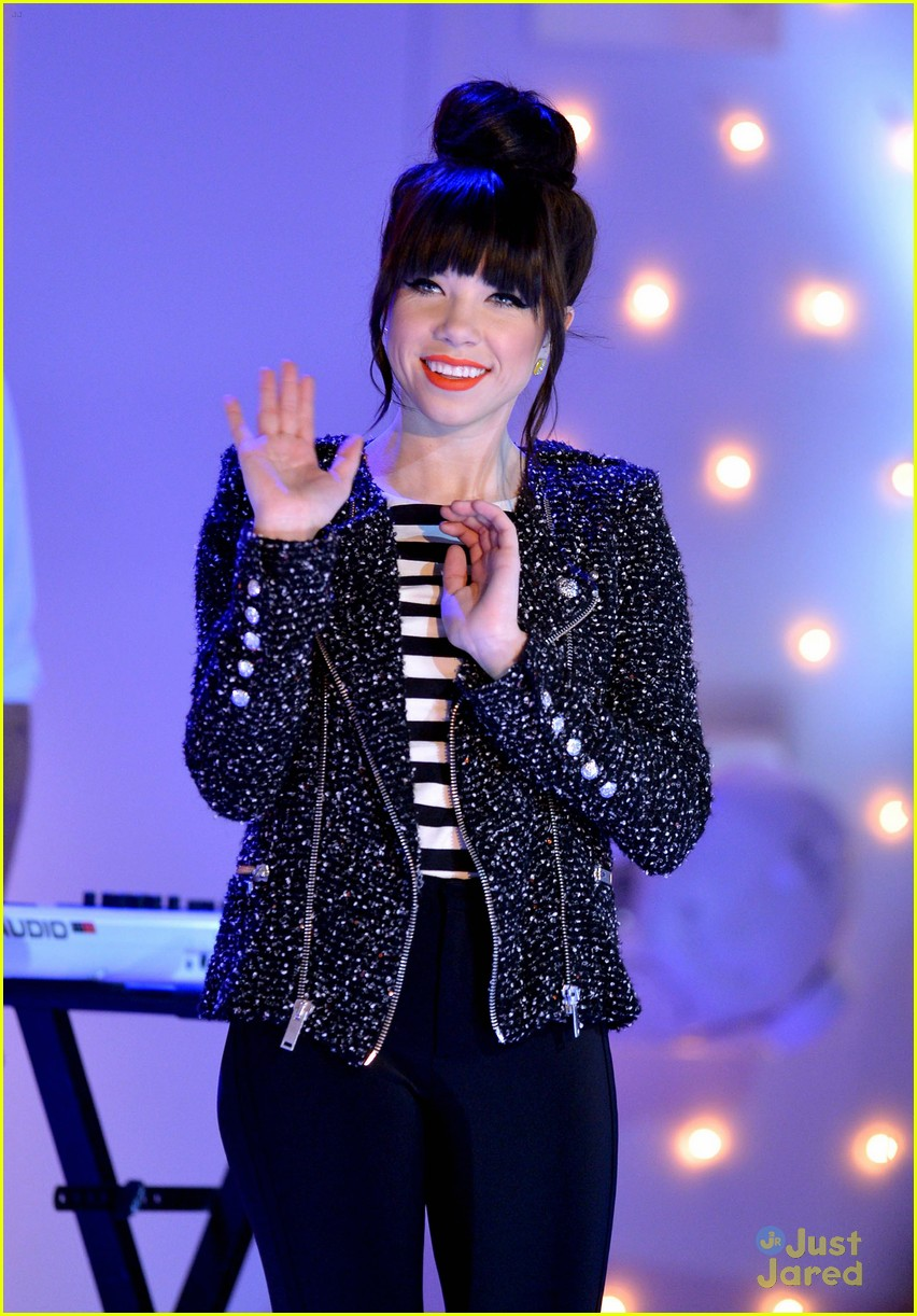 carly rae jepsen performs paris 09