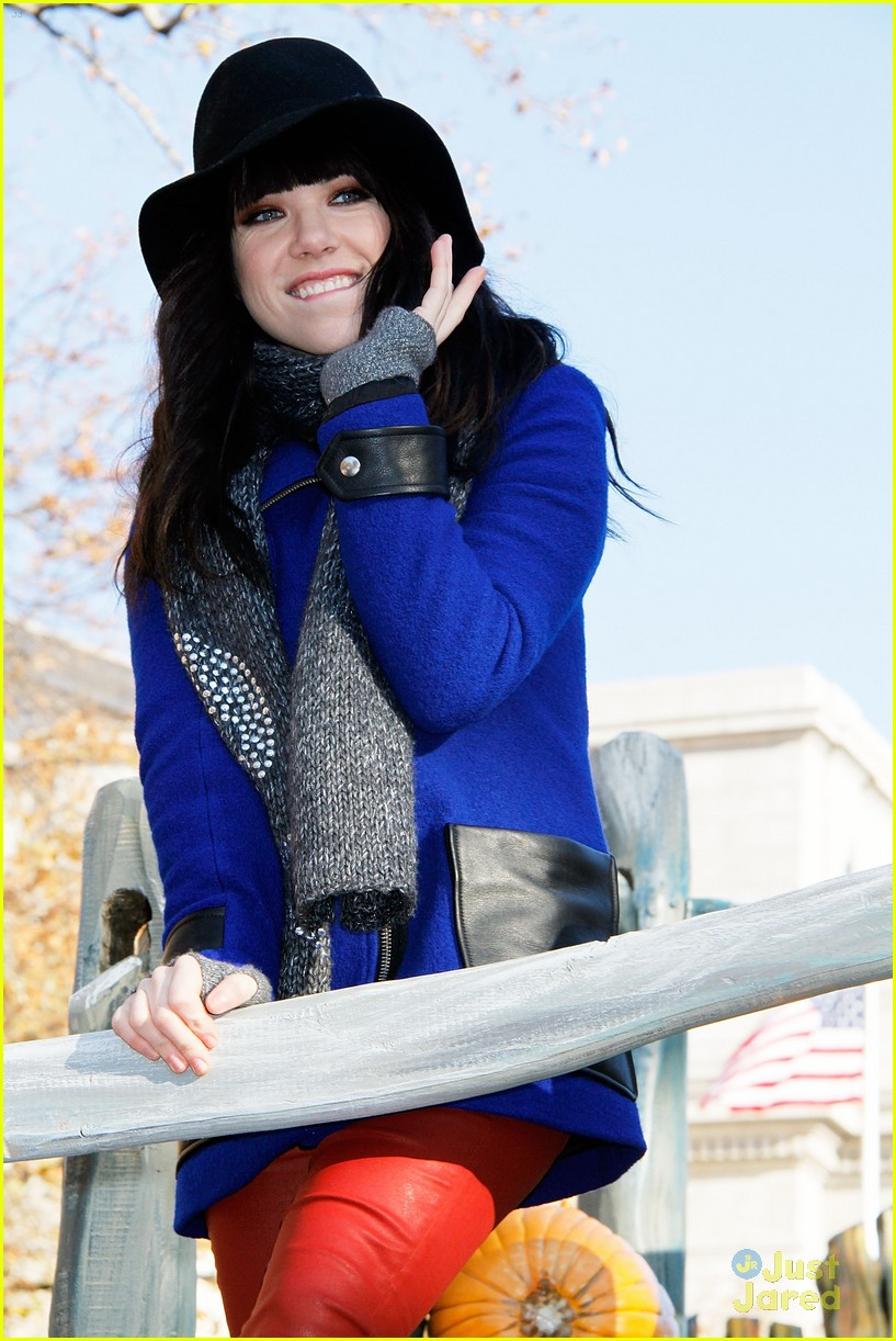 carly rae jepsen thanksgiving parade 13