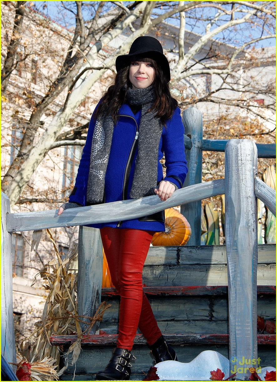 carly rae jepsen thanksgiving parade 19