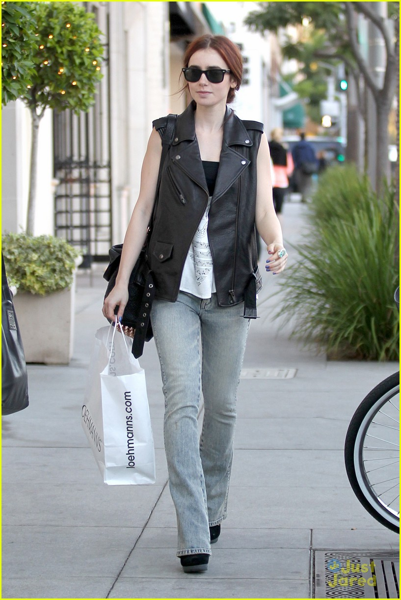 lily collins loehmanns shopper 05