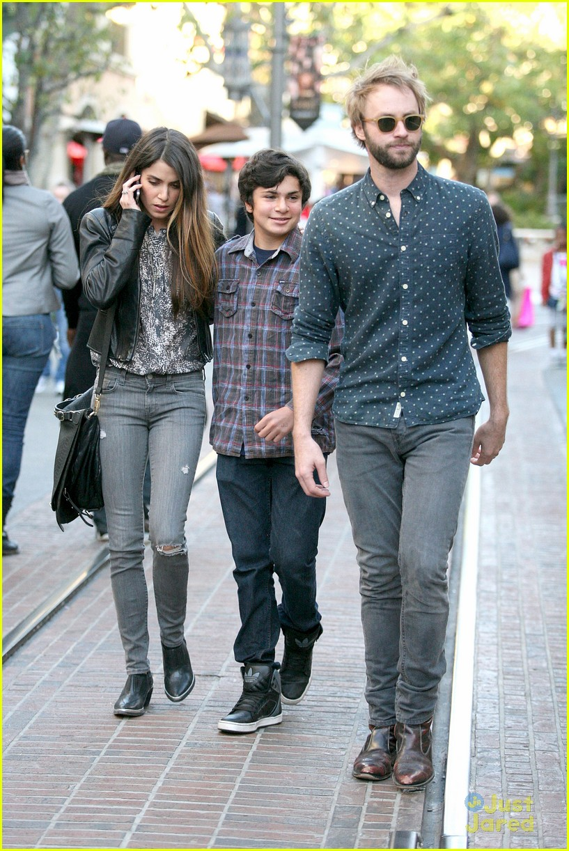 nikki reed grove enzo walk 10