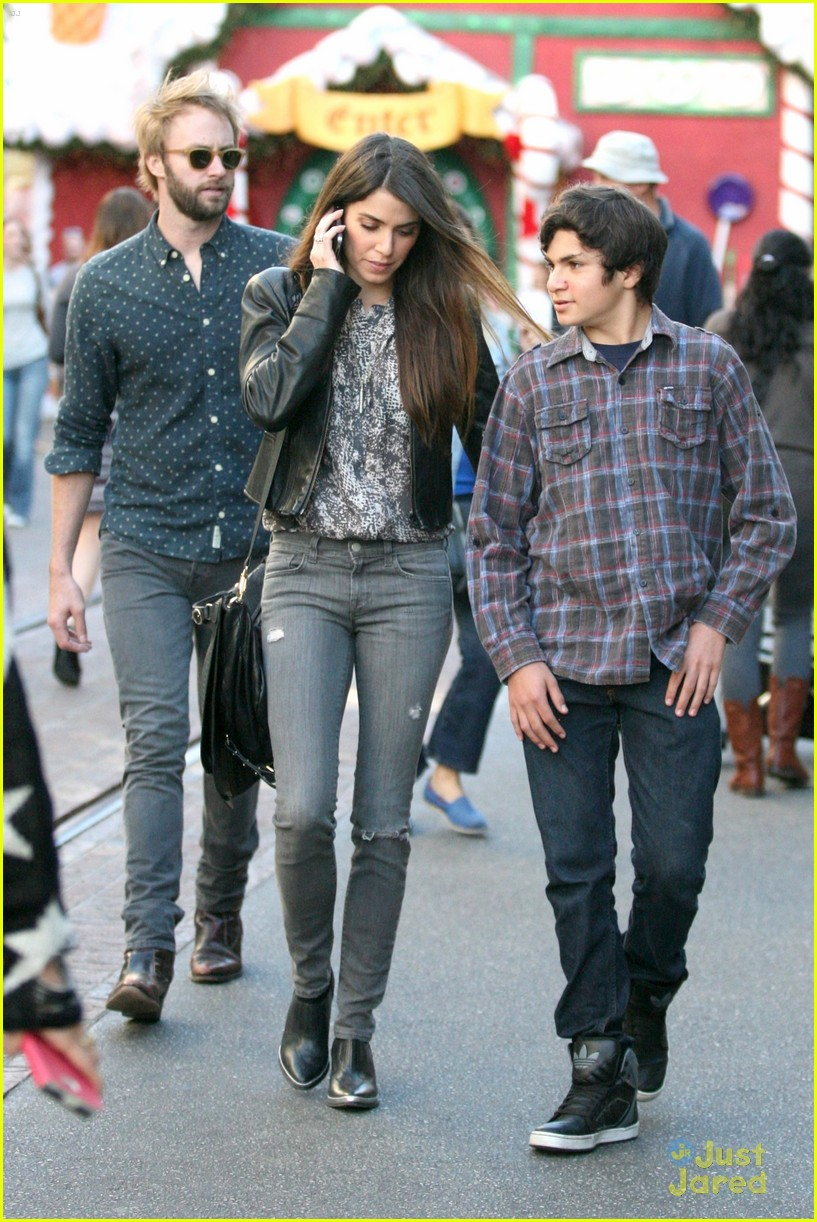 nikki reed grove enzo walk 12