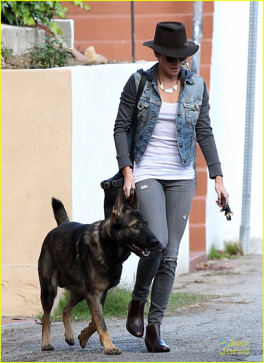 nikki reed grove enzo walk 13