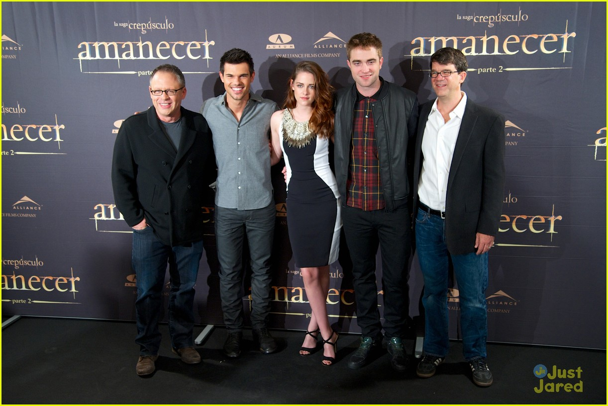 kristen stewart robert pattinson breaking dawn madrid photo call 22