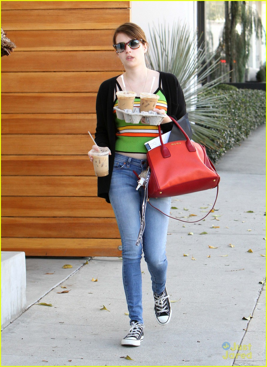 emma roberts iced coffee 02