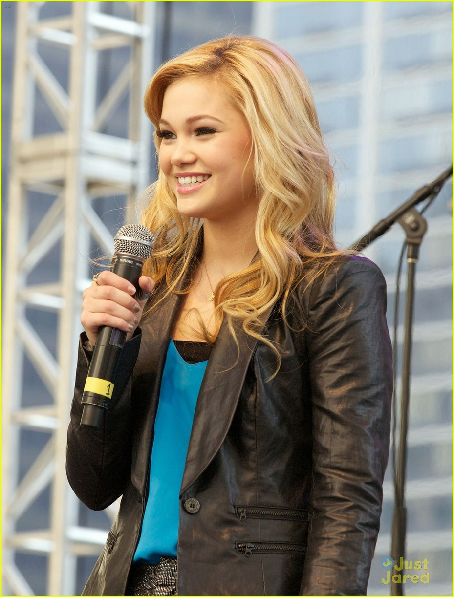 olivia holt ross lynch mag mile chicago 03
