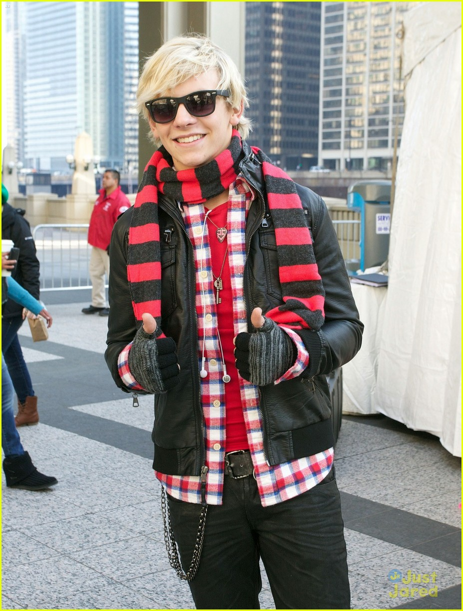olivia holt ross lynch mag mile chicago 06