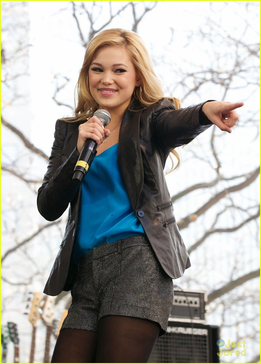 olivia holt ross lynch mag mile chicago 07