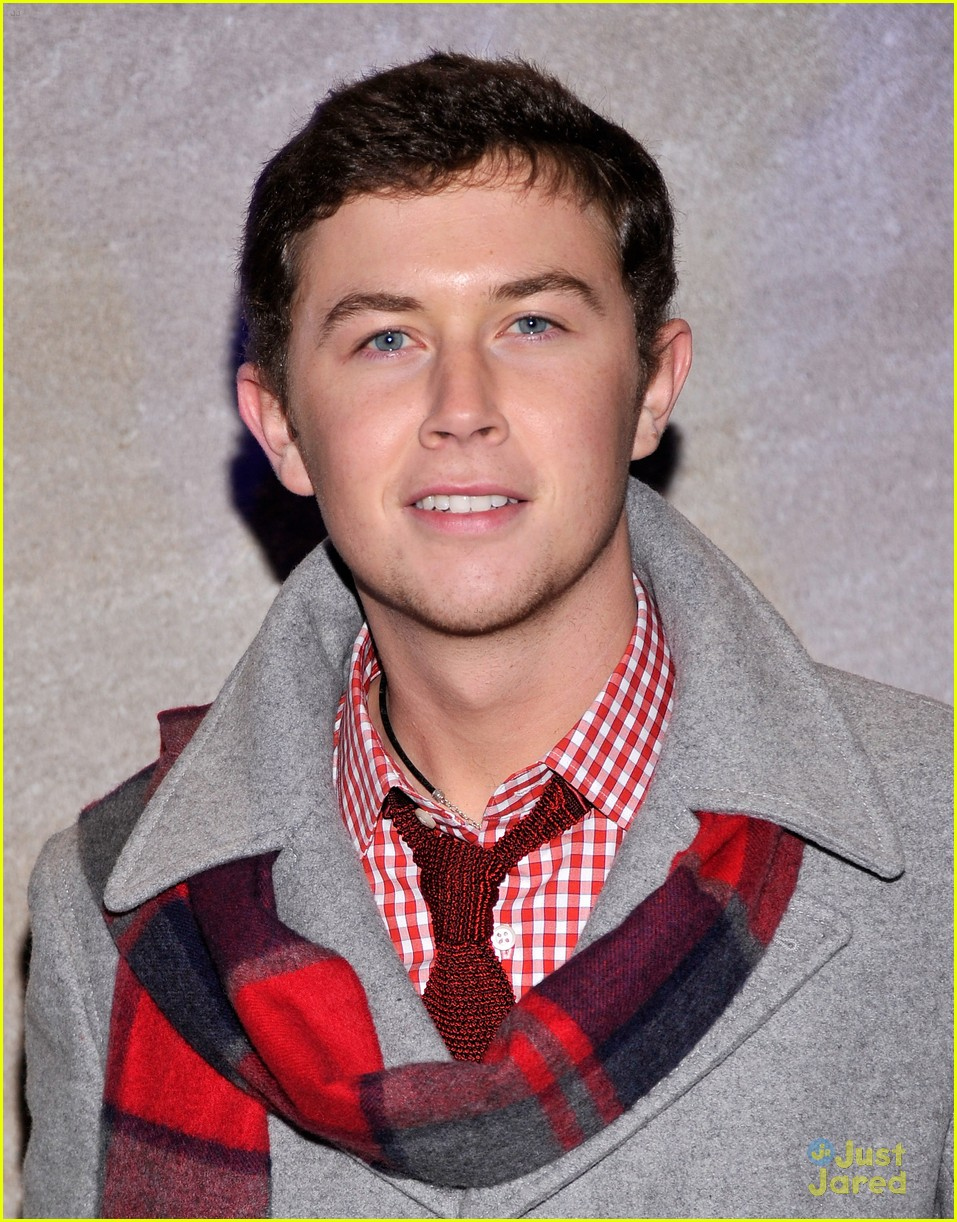 scotty mccreery il volo tree lighting 15