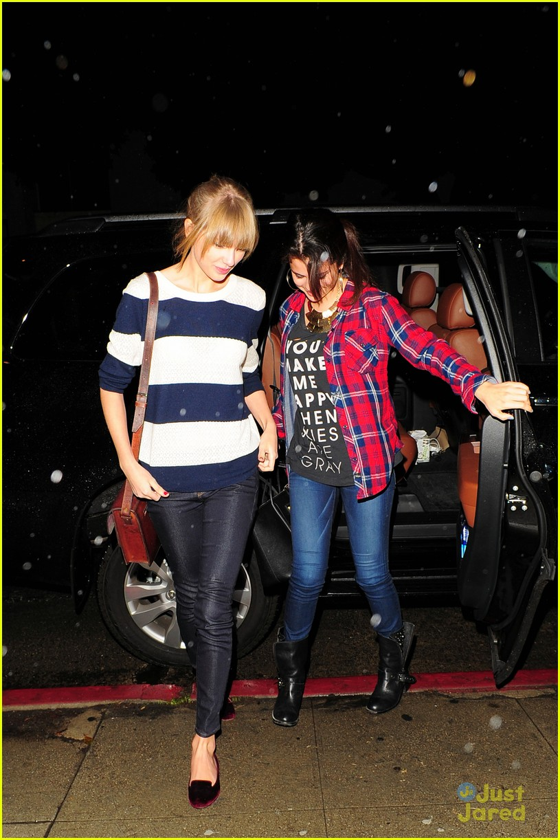selena gomez taylor swift saturday night dinner duo 02