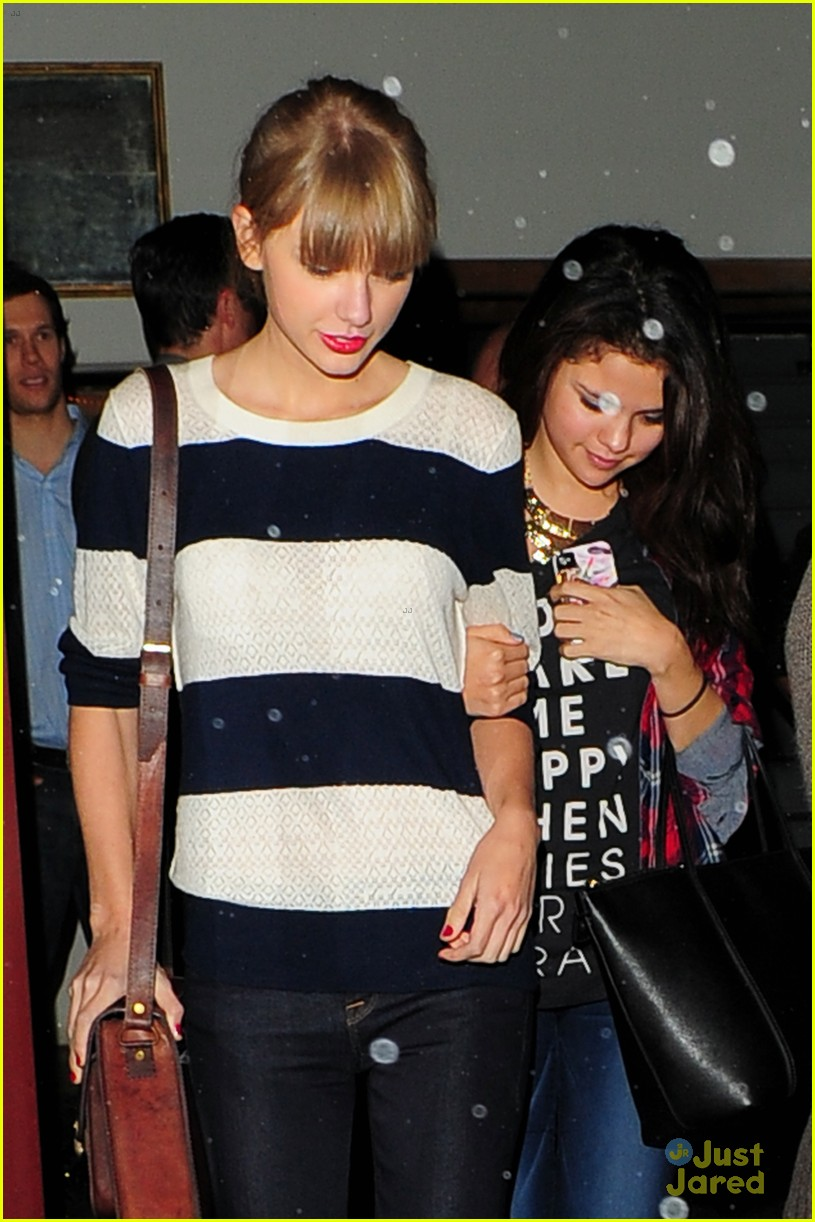 selena gomez taylor swift saturday night dinner duo 03
