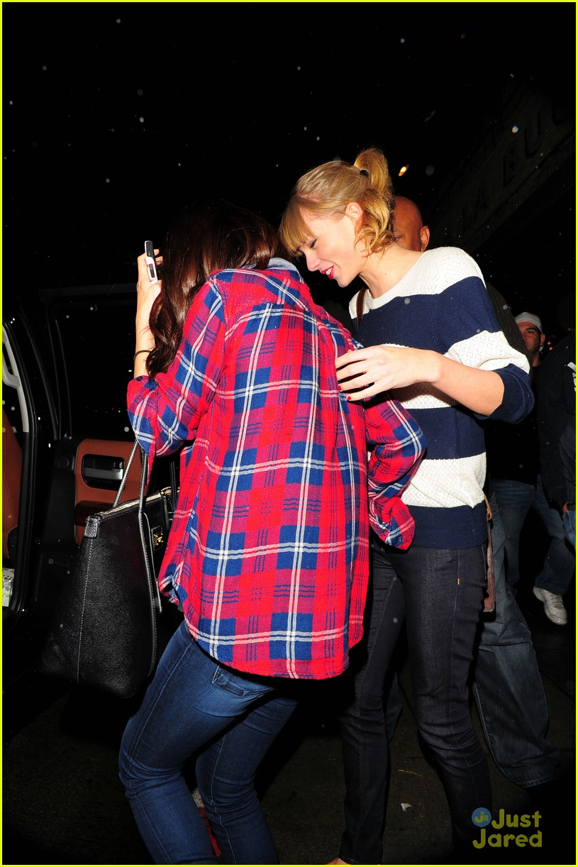 selena gomez taylor swift saturday night dinner duo 22