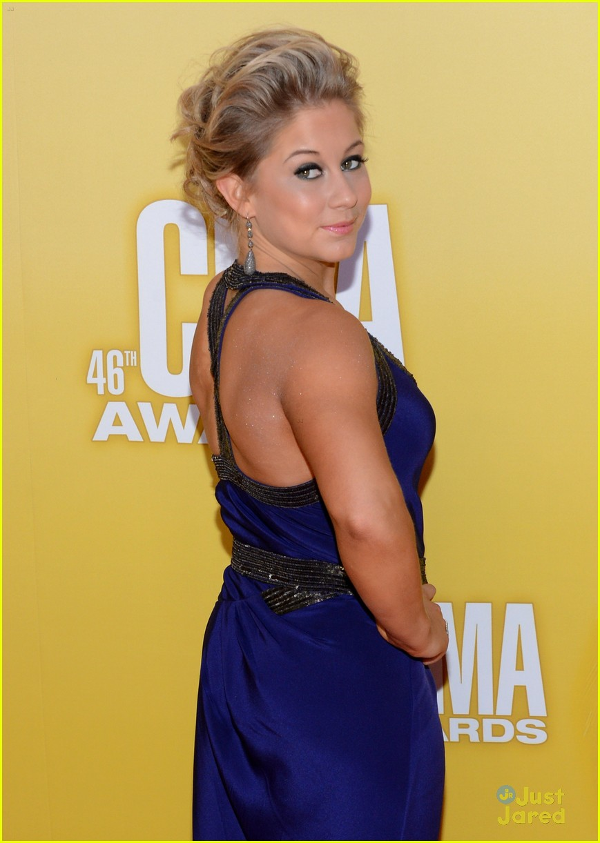 shawn johnson cma awards 03