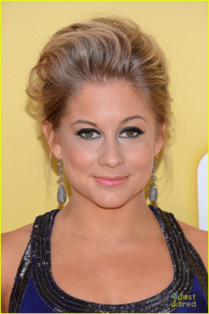 shawn johnson cma awards 04