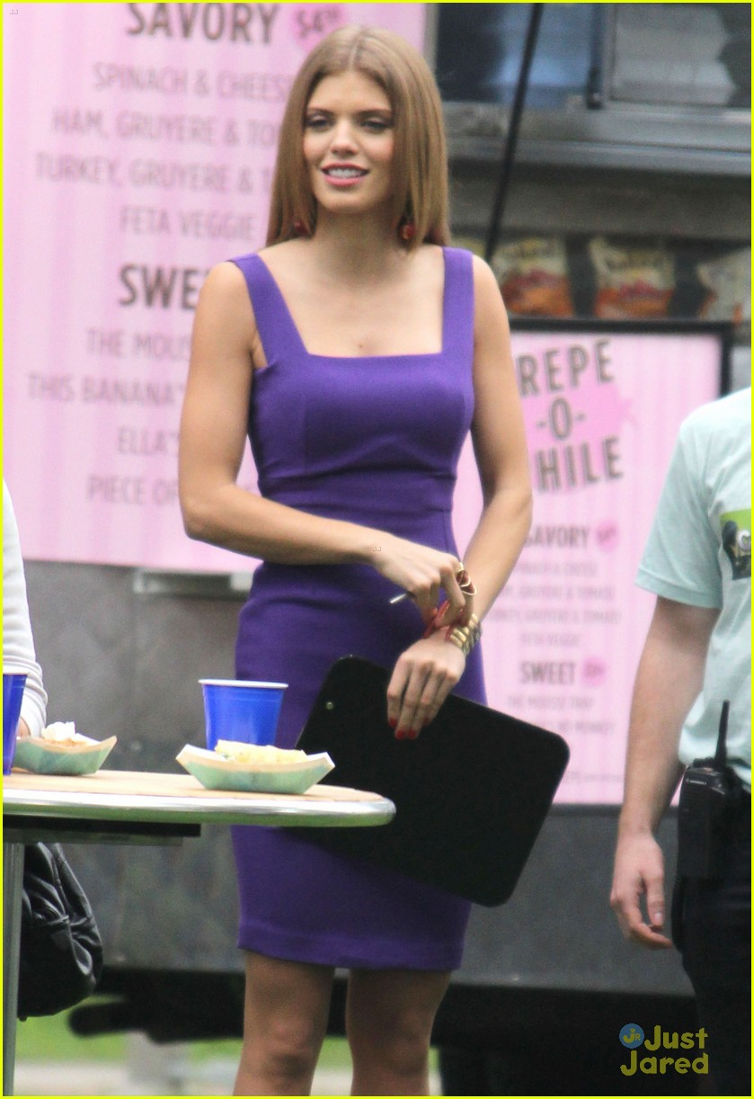 annalynne shenae 90210 set 12