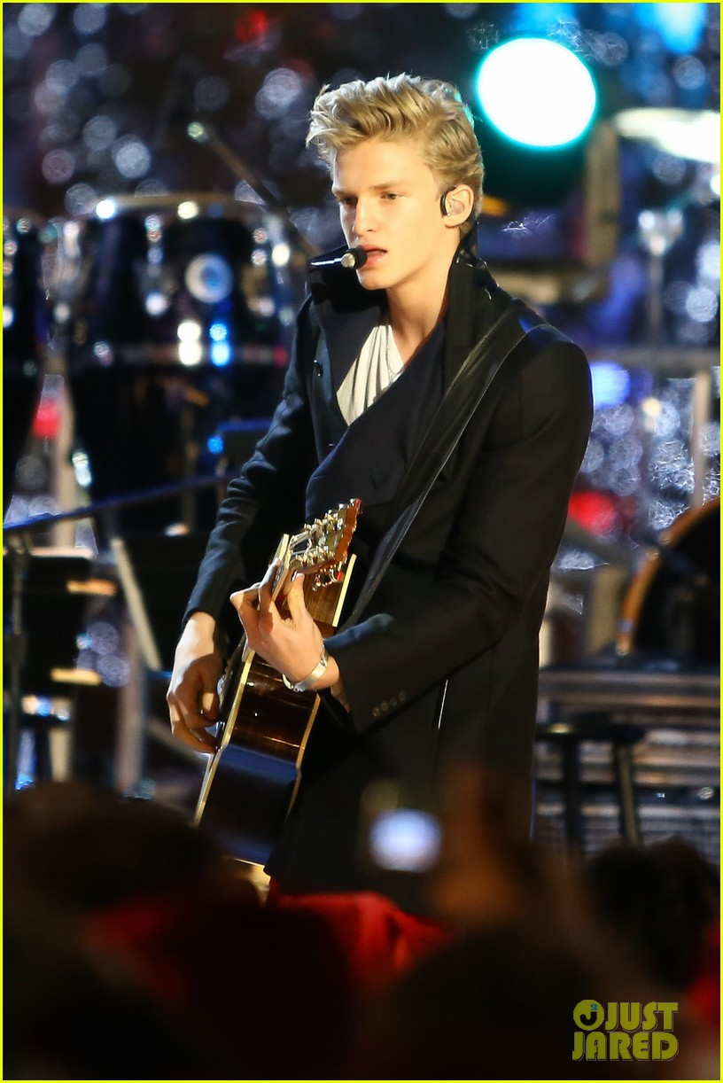 cody simpson la live tree lighting 01