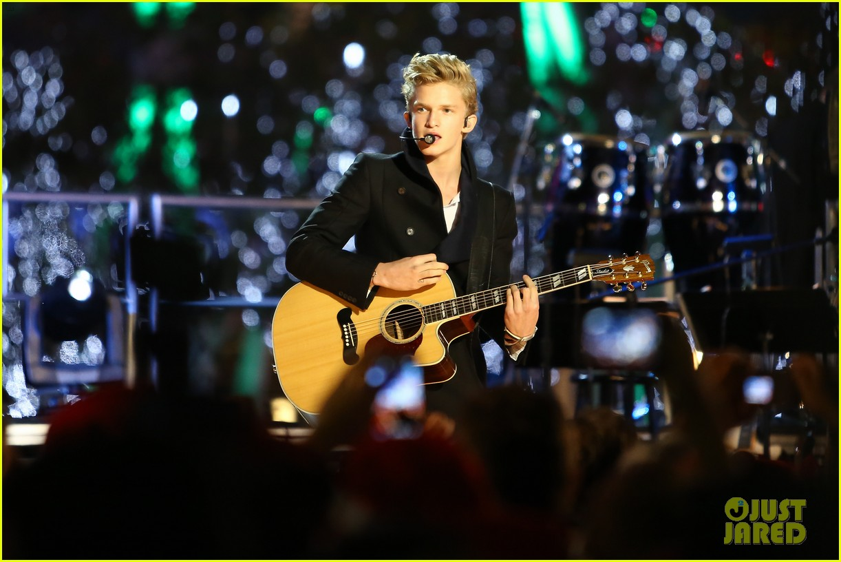cody simpson la live tree lighting 10
