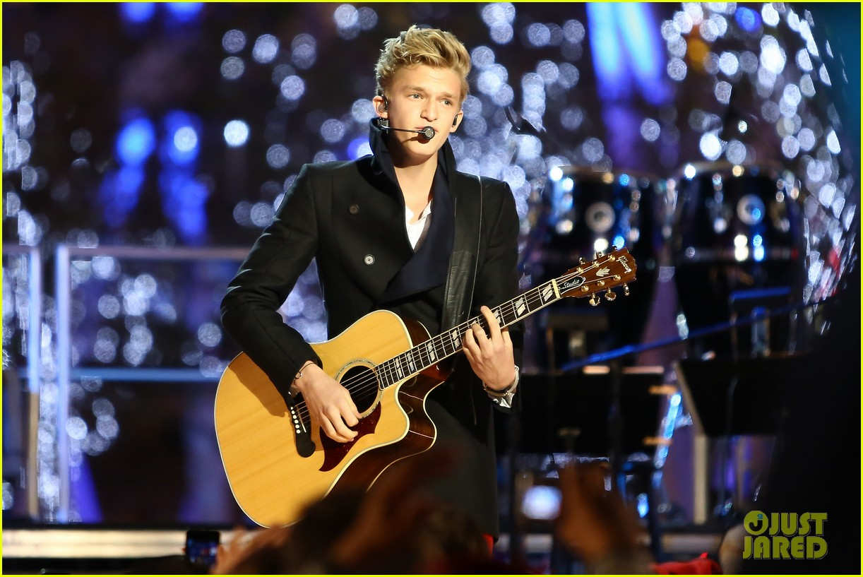cody simpson la live tree lighting 12
