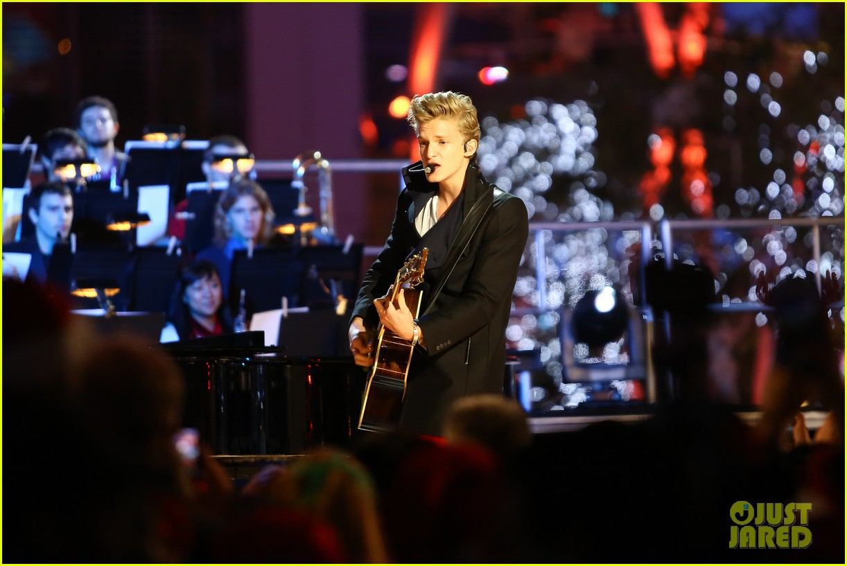 cody simpson la live tree lighting 14