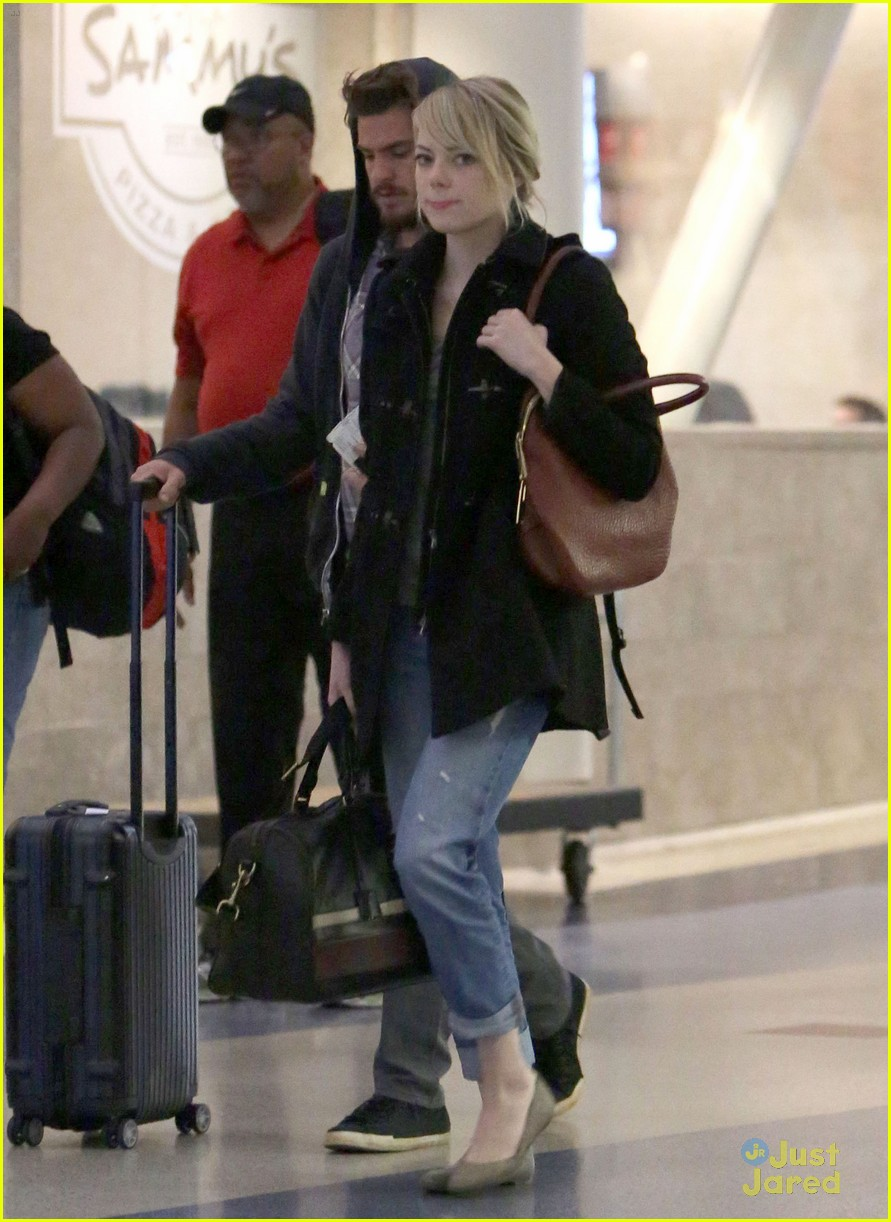 emma stone andrew garfield lax landing 08